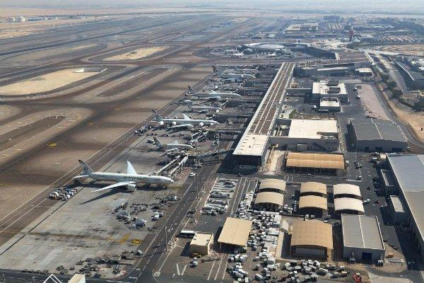 حمله موشکی نیروهای مقاومت یمن به فرودگاه أبها در عربستان سعودی